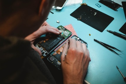 phone repair shop in wellington